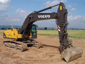 1280px-Volvo_Kettenbagger_EC290B_2